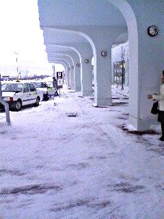 稚内空港で雪