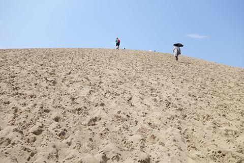 砂丘の上り坂