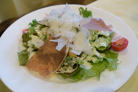 生ハムとパルミジャーノのサラダ