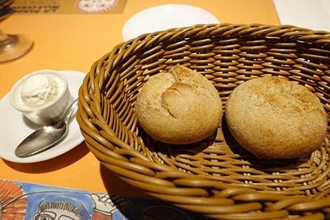 定番のパンとホイップバター